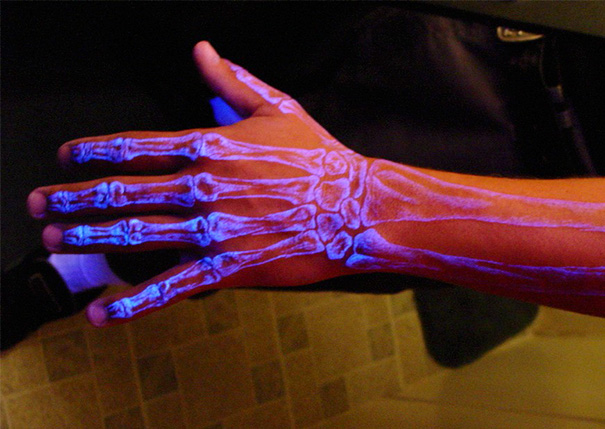 glow-in-dark-tattoos-uv-black-light-36__605